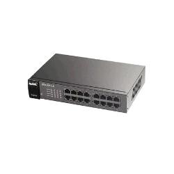 16-port 10/100 Ethernet switch, 8 portů je PoE