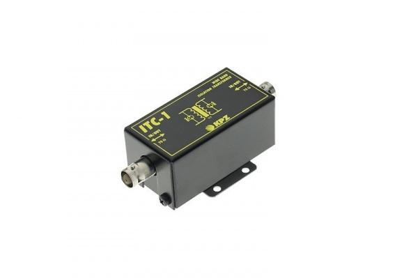 Obousměrný izolační transformátor videosignálu pro koaxiální kabely